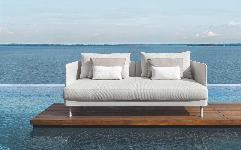 divano bianco da esterno