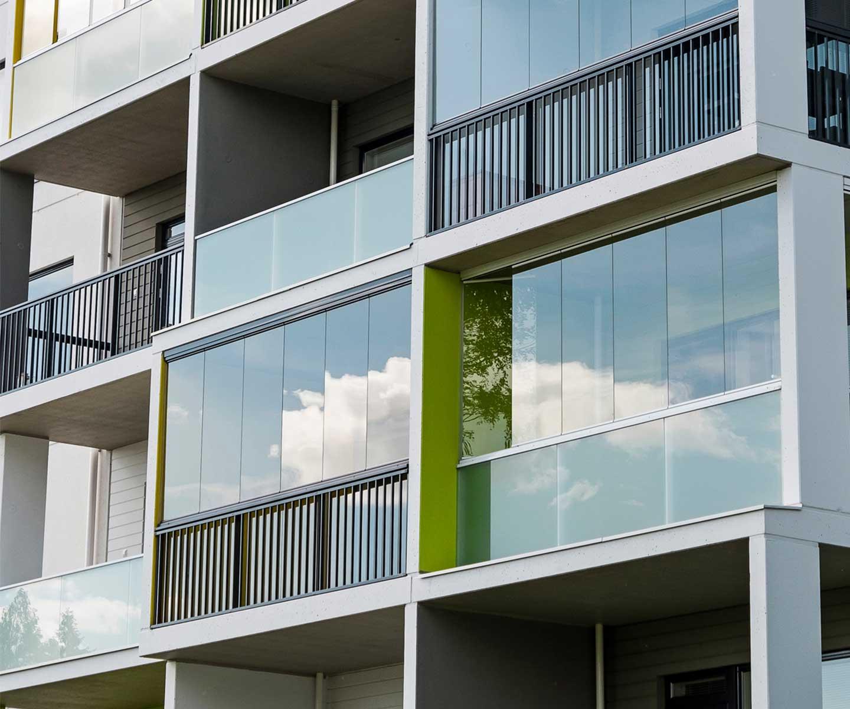 balconi chiusi con vetrate