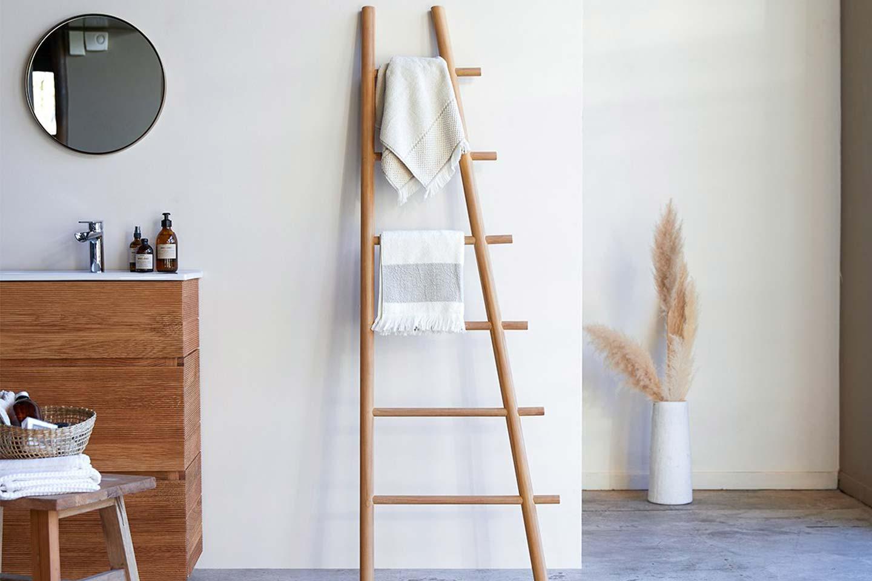 scala in legno porta asciugamani