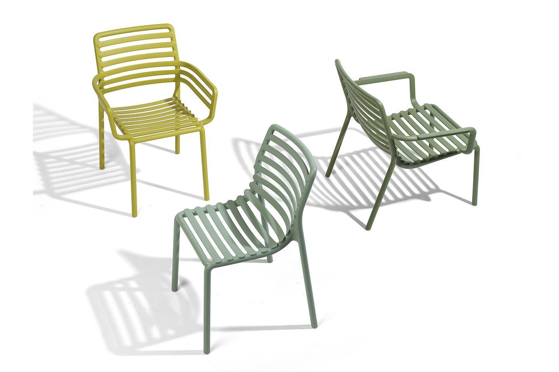 sedie da giardino nei toni del verde