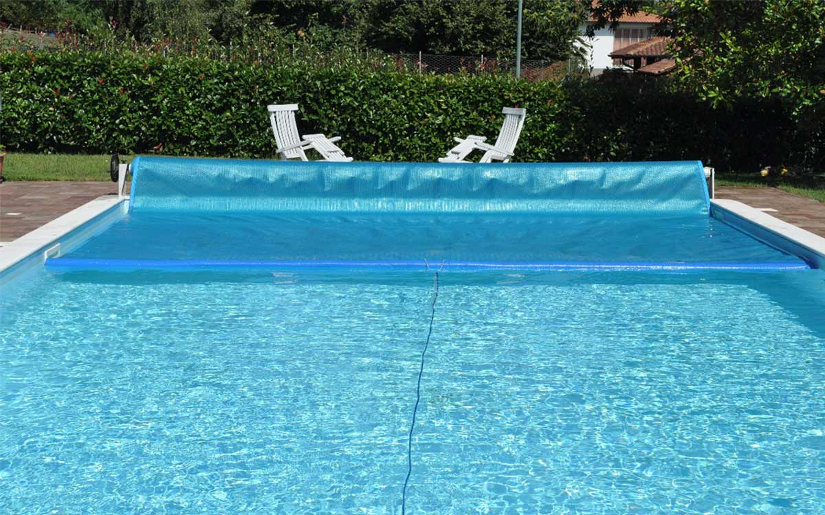telo isotermico in piscina