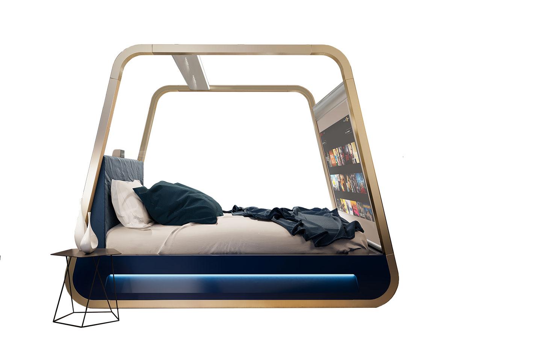 letto a baldacchino con schermo TV e luci